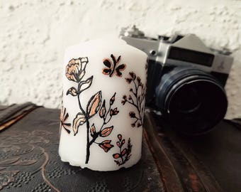Candle with floral motifs