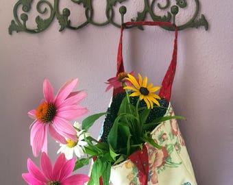 Vintage you say... floral linen handbag
