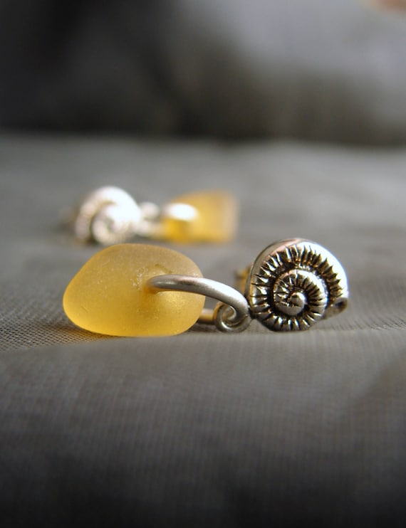Little Nautilus sea glass earrings in amber