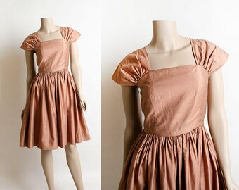 Vintage 1950s Dress - Copper Bronze Cotton Classic 50s Dress - Knee Length Full Skirt - Ruched Shoulders - XS Small
