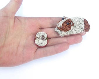 Guinea pig and apple brooches - food jewelry, guinea pig jewelry, food brooch, pet jewelry, crochet wire