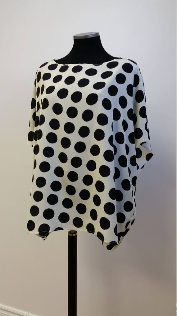 Tunique ample pure soie, vêtement pour femme, imprimé pois noirs sur fond écru, taille unique