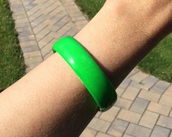 Vintage Electric Green Enameled Hinged Bangle Bracelet