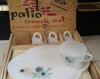 MID CENTURY PATIO Snack Set 8 Pcs Dishes & Cups Retro 50s cannabis leaf