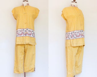 vintage 1950s yellow floral tunic and cropped pants resort set   50s two piece The Liberty House Waikiki top and  pedal pushers   XS