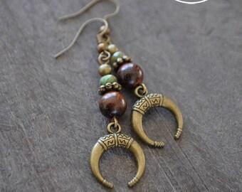Boucles d'oreilles pendantes - Croissant de lune - Bois - Perles de verre - Bijou bohémien - Coco Matcha