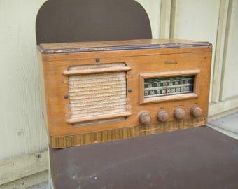 Vintage Motorola Radio Model 6T121