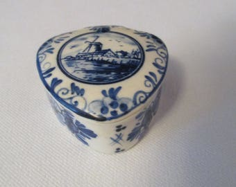 Vintage DELFT Blue Hand painted Miniature Trinket Box