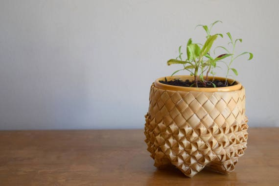 Small Vintage Woven Banana Leaf Straw Basket / Planter - Boho, Folk, Natural, Ecletic, Unique