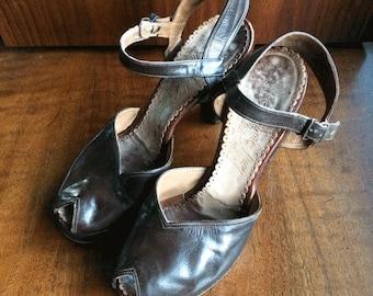 Seymour Troy 1940s Vintage Brown Leather Peep Toe Sling Back Heels Platform Intricate Strap