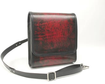 Medium Leather Messenger Bag v2