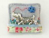 dachshund brooch, dachshund lover, Christmas gift, cute sausage dog, handmade dog brooch, gifts for women, pretty dog brooch, UK dog gifts