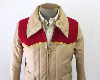 1970s Men's Western Style Coat Vintage Tan Brown Men's Quilted Puffy Winter Ski Jacket with red corduroy yokes from Kent Feeds - Size MEDIUM