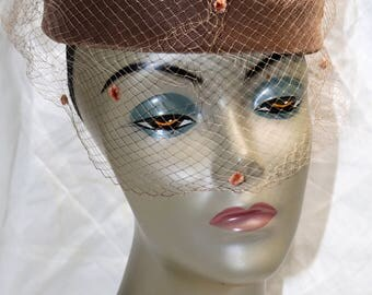 1950s Brown Velvet Circlet Hat w/Veiling - Good Condition - Union Made - Ladies Hat