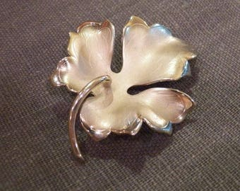 Vintage GIOVANNI Silver/Gold Tone Leaf Brooch/Pin Metal Signed Fall/Autumn