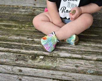 Scallops and Succulents Baby Shoes // Black White Pink Blue Green Orange, Cactus Floral Stripe, Baby Booties, Moccasins, Vegan Moccs, Rubber