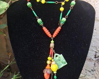 Vintage 1940s Plastic  Celluloid Bakelite Costume Jewelry - Necklace