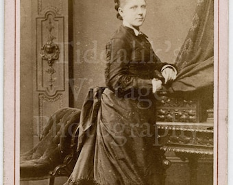 CDV Carte de Visite Photo Young Pretty Victorian Standing Girl Portrait by Peers of Manchester