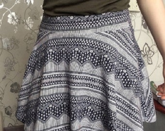 Mini skirt with Aztec type pattern - woman