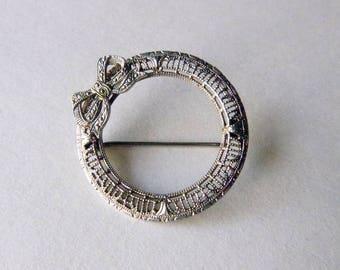 Art deco lacy filigree rhodium plate circle bow brooch