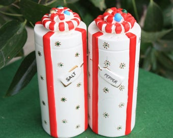 Vintage Napco Christmas Presents Gifts Tall Cylindrical Ceramic Salt & Pepper Shakers Mid Century Japan Figurines Decorations Collectibles