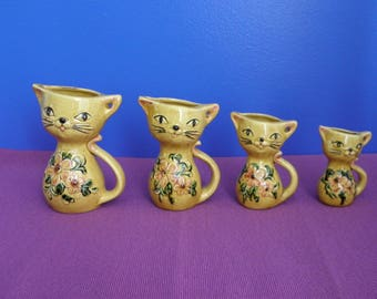 Vintage 1950s Cat Measuring Cups, Yellow Ceramic Kitties, Japan E-7982 - set of 4