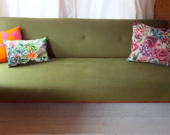 Greaves & Thomas Sofa bed from 1960s with stunning teak frame in excellent condition