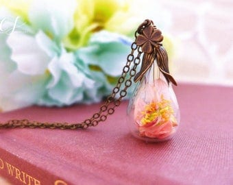 Flower Terrarium Necklace, Four Leaf Clover Necklace, Dried Flower Necklace, Real Flower Jewelry, Light Pink Necklace Good Luck Gift for Her