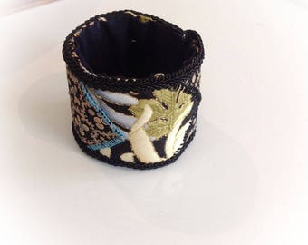 Cuff, textile, large Japanese patterns.
