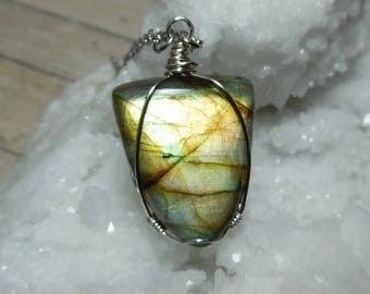 Labradorite Necklace, Labradorite Pendant, Labradorite Jewelry, Gemstone Necklace, Glowing Labradorite, Boho Jewelry, Gift for Her