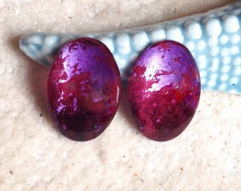 Purple, red and purple 25X18mm cabochon / painted to the hand/glass cabochon pendant/magnifying glass cabochon