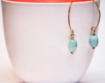 Handegmachte hanging earrings made of gold wire with green Amazonite bead