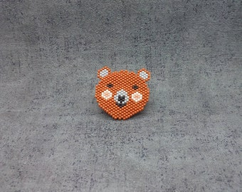 Brown bear brooch made of miyuki / Brown bear brooch in miyuki
