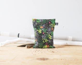 Bouillotte sèche Jungle ébène / Instant cocooning / Graines de lin / Naturelle et écologique / Résistante / Ethnique / Détente et relaxation