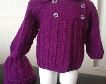 Around baby: wool vest knitted pattern in plum color with matching hat size 6/9