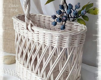 Vintage shabby white wicker basket Wine bottle carrier Picnic basket with handle Shopping tote basket French farmhouse chic wine carrier