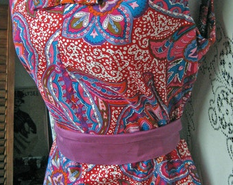 Medium FELIZ Navidad RED Cotton 60s paisley floral psychedelic dress, Shift Tank dress with Bow tie front, Size SMALL soft thin cotton dress