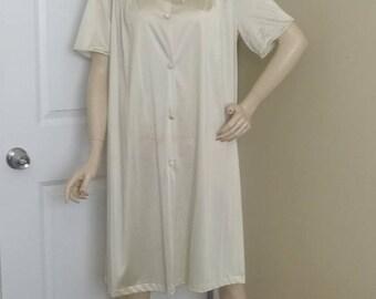 1970s Vintage Ivory Robe by J. C. Penney, Size Medium, Embroidered Yoke, Nylon Antron III, Vintage Lingerie, Vintage Clothing, Night Wear