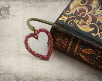 Pink loveheart charm bookmark with hand-painted metal heart // Beloved Reading lover Literary gift // Gothic lady mother wife girlfriend her