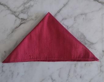 The 'Rhett' Silk pocket square in garnet