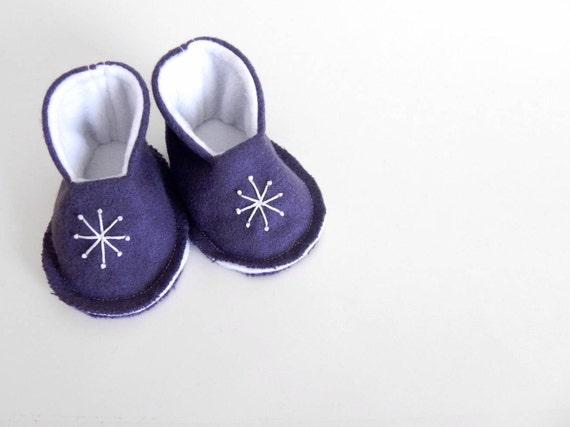 Sale! VALENTINES BABY BOOTIES - New Baby Gift - Pregnancy Announcement - Felt Slippers - Shoes - Size 0-6 Months - Dark Purple Starburst