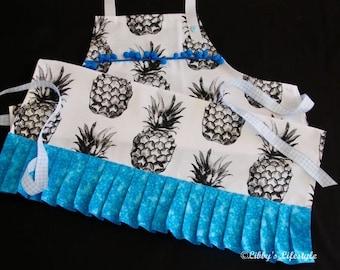 Pineapples women's apron. Handmade.