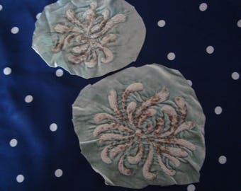 2 application antique flowers on velvet