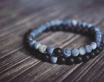 Matte Onyx and Frosted Agate Beaded Bracelet. Stone Bracelets. Stretch Bracelet. Stackable Bracelets.