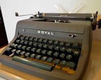 Mid Century Modern Royal Quiet De Luxe Typewriter and Case (1953)
