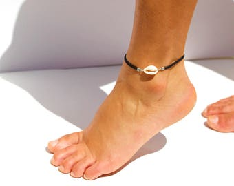 """Christmas gift woman - """"Cowrie"""", black leather thong ankle Bracelet"""