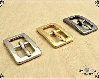 2 double chromed metal buckles, inner space mm. 10 available in 3 colors: gold, silver, rifle