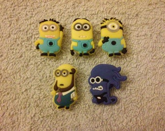 Lot 5 jibbitz Minions (badges for fangs)