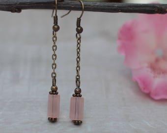 Boucle d'oreille vintage avec perle rose en verre de bohème