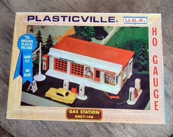 Plasticville U.S.A. HO Gauge Esso Green Gas Station 2807-149. Bachmann Bros.